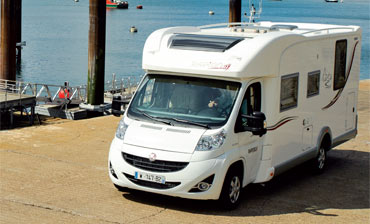 Camping car occasion avec lit central