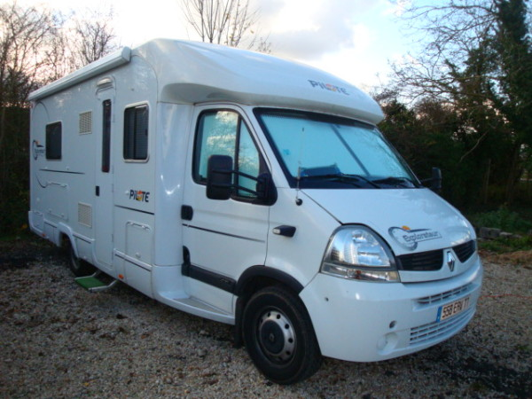 Camping car pilote explorateur