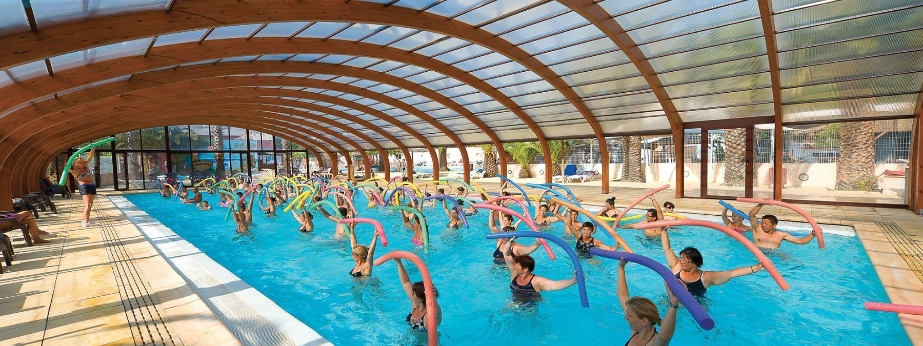 Camping piscine couverte camping la pinede