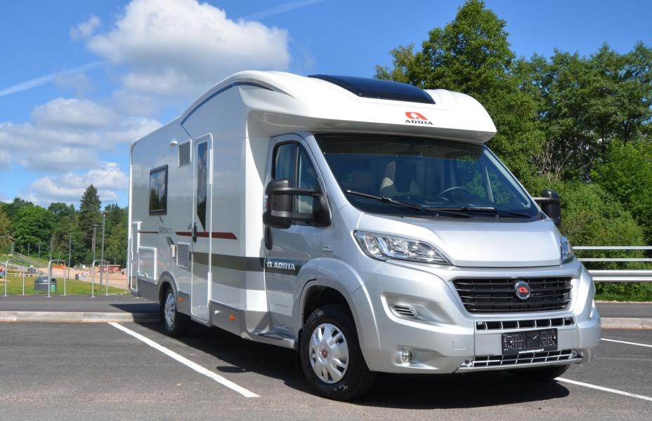 Camping car adria matrix plus m 670 slt