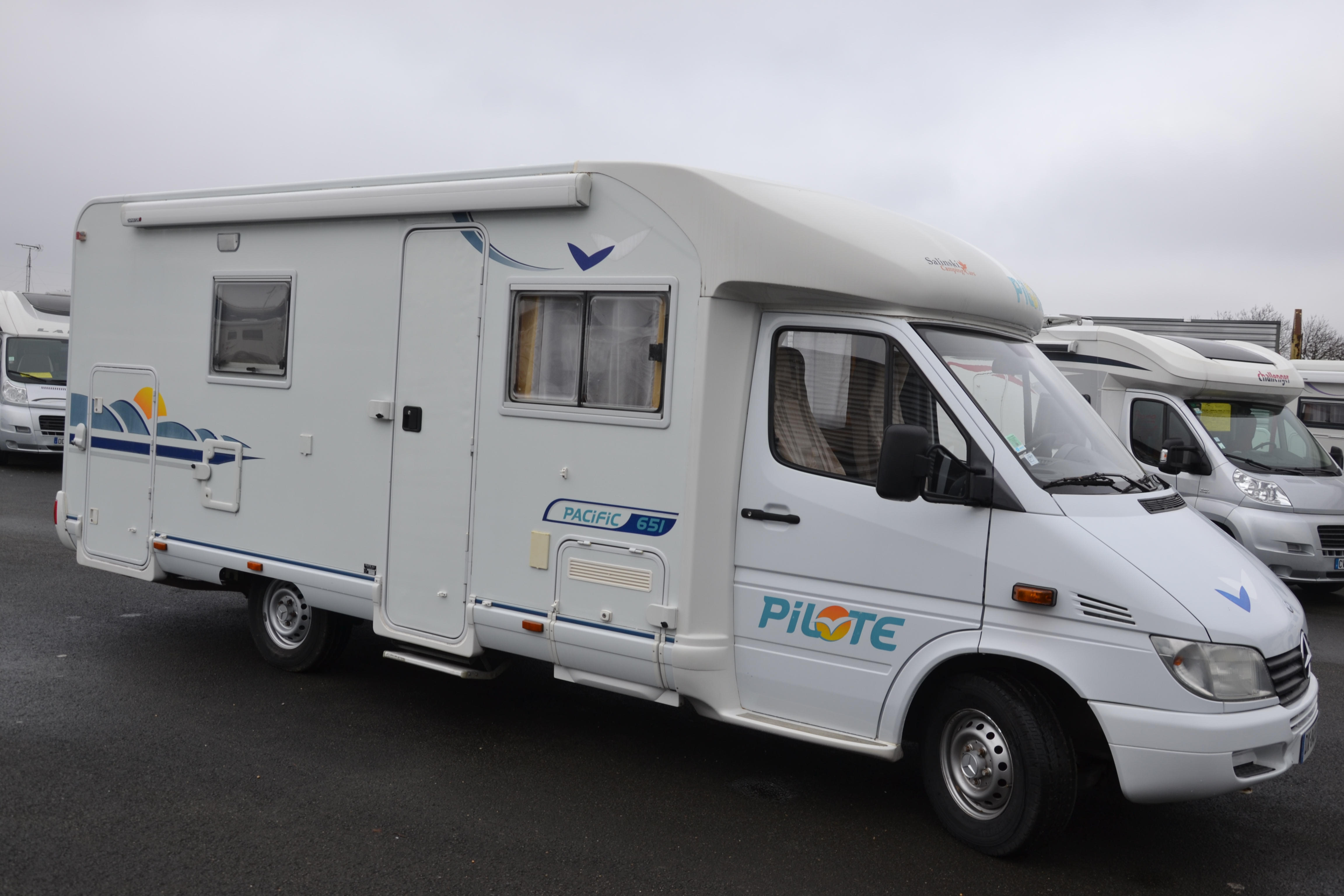 Camping car pilote occasion