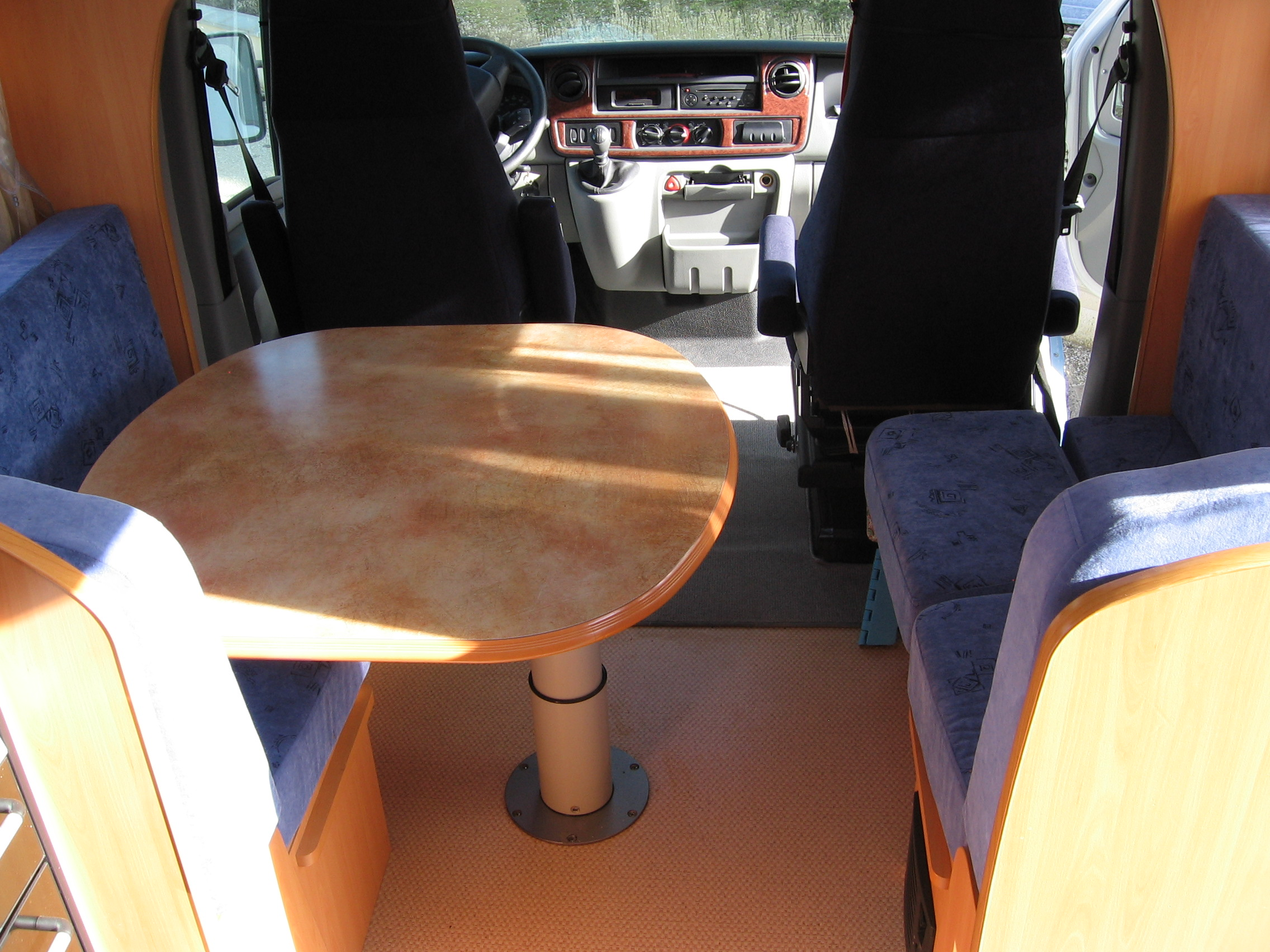 Table interieur camping car